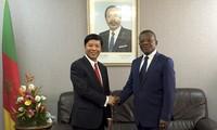L'envoyé spécial du Premier ministre Nguyên Xuân Phuc travaille au Cameroun
