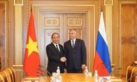 Nguyên Xuân Phuc rencontre le président de la Douma russe