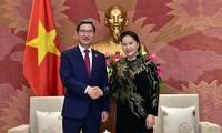 Kim Hak-young reçu par Nguyên Thi Kim Ngân et Vo Van Thuong