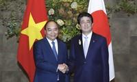 Entretien entre les Premiers ministres Nguyên Xuân Phuc et Shinzo Abe