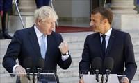 Brexit : à Paris, Boris Johnson et Emmanuel Macron veulent croire à un accord