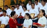 Phó Chủ tịch nước Nguyễn Thị Doan tiếp đoàn học sinh, sinh viên đoạt giải Olympic quốc tế