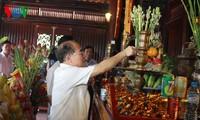 Chủ tịch Quốc hội Nguyễn Sinh Hùng dâng hương Chủ tịch Hồ Chí Minh tại Tuyên Quang
