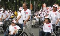 Tạo điều kiện cho người khuyết tật phát huy quyền của mình