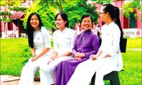 Thái Kim Lan và... sắc vàng lồng lộng chảy tràn lá xanh