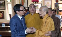 Phó Thủ tướng Vũ Đức Đam thăm Hòa thượng Thích Phổ Tuệ nhân lễ Phật đản