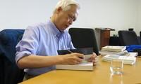 Giáo sư Trịnh Xuân Thuận - người sống giữa các vì sao