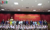 Phó Chủ tịch Quốc hội thăm và nói chuyện với kiều bào Việt Nam tại Lào