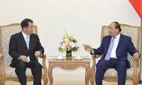 Thủ tướng Nguyễn Xuân Phúc tiếp Chủ tịch Liên minh Nghị sỹ Hữu nghị Nhật Bản-Mekong