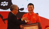 """Chương trình """"Hành trình kết nối"""" với 3.000 người tham gia được trao tặng kỷ lục Việt Nam"""