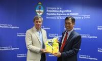 Đại sứ quán Argentina gặp gỡ Đoàn thể thao Việt Nam tham dự Olympic trẻ 2018