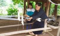 Mộc Châu gìn giữ nghề dệt thổ cẩm