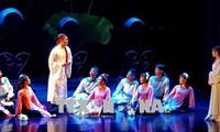 Sân khấu kịch nói Việt: có cần rườm lời?