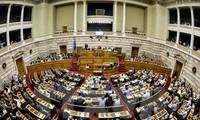 รัฐสภากรีซอนุมัติแผนการปฏิรูปเพื่อแลกกับวงเงินช่วยเหลือ