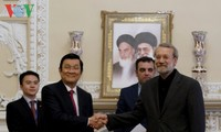 ประธานประเทศเจืองเติ๊นซางพบปะกับประธานรัฐสภาและประธานสภาการรับรู้และการปรองดองอิหร่าน
