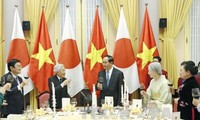 ประธานประเทศเจิ่นด่ายกวางเป็นประธานในงานเลี้ยงถวายแด่สมเด็จพระจักรพรรดิอากิฮิโตะแห่งญี่ปุ่น