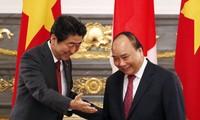 หนังสือพิมพ์ญี่ปุ่นรายงานข่าวการเจรจาระหว่างนายกรัฐมนตรีญี่ปุ่นกับนายกรัฐมนตรีเวียดนาม