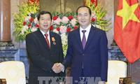 ประธานประเทศเจิ่นด่ายกวาง ให้การต้อนรับหัวหน้าศาลประชาชนสูงสุดประเทศลาว