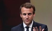 อัตราเสียงสนับสนุนนาย เอ็มมานูเอล มาครง ประธานาธิบดีฝรั่งเศสลดลงอย่างรวดเร็ว
