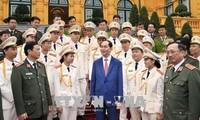 ประธานประเทศเจิ่นด่ายกวางพบปะกับตำรวจรุ่นใหม่ดีเด่นปี 2017