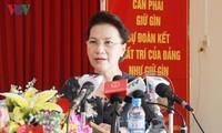 ประธานสภาแห่งชาติเหงวียนถิกิมเงินพบปะกับผู้มีสิทธิ์เลือกตั้งในเขตก๊ายรัง นครเกิ่นเทอ
