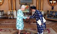 เอกอัครราชทูตเวียดนามประจำประเทศอังกฤษเข้ายื่นสาส์นตราตั้งต่อสมเด็จพระราชินีนาถเอลิซาเบธที่ 2