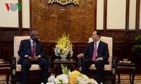 ประธานประเทศเจิ่นด่ายกวางให้การต้อนรับเอกอัครราชทูตที่เข้ายื่นสาสน์ตราตั้ง