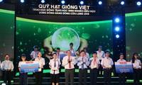 """มอบทุนการศึกษาจากกองทุน""""Hạt giống Việt""""ให้แก่นักเรียนที่มีฐานะยากจนแต่มีผลการเรียนดีในเขตที่ราบลุ่มแม่น้ำโขง"""