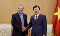ส่งเสริมนักลงทุนสหรัฐเข้าร่วมโครงการพัฒนาโรงไฟฟ้าที่ใช้พลังงานหมุนเวียนในเวียดนาม