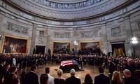 สหรัฐจัดพิธีไว้อาลัยเพื่อเป็นเกียรติต่อสมากชิกวุฒิสภาจอห์น แม็คเคน
