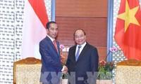 นายกรัฐมนตรีเหงวียนซวนฟุกให้การต้อนรับประธานาธิบดีอินโดนีเซีย ประธานและผู้อำนวยการใหญ่เครือบริษัท GE Global