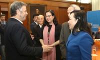 ผู้นำประเทศต่างๆส่งโทรเลขแสดงความเสียใจถึงผู้นำพรรค รัฐ รัฐบาล ประชาชนเวียดนามและครอบครัวของประธานประเทศเจิ่นด่ายกวาง