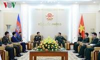 เสนาธิการใหญ่กองทัพกัมพูชาวงพิแซนเยือนเวียดนามอย่างเป็นทางการ