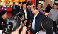 นายกรัฐมนตรีเหงวียนซวนฟุกเข้าร่วมงานวันมหาสามัคคีชนในชาติที่จังหวัดบั๊กยาง