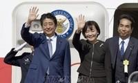 นายกรัฐมนตรีญี่ปุ่นชินโซ อาเบะเริ่มการเยือนประเทศเอเชียตะวันออกเฉียงใต้และโอเชียเนีย