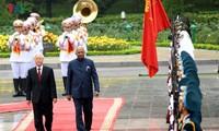 เลขาธิการใหญ่พรรค ประธานประเทศ เหงวียนฟู้จ่อง เป็นประธานในพิธีต้อนรับนาย ราม นาถ โกวินท์ ประธานาธิบดีอินเดีย