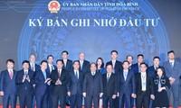 นายกรัฐมนตรีเหงวียนซวนฟุกเข้าร่วมการประชุมส่งเสริมการลงทุนจังหวัดหว่าบิ่ง