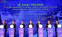 นายกรัฐมนตรีเหงวียนซวนฟุกเข้าร่วมพิธีเปิดท่าอากาศยานนานาชาติเวินโด่น จังหวัดกว๋างนิง