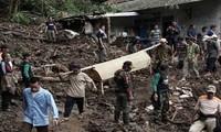มีผู้เสียชีวิตหลายสิบคนจากเหตุดินถล่มในประเทศอินโดนีเซีย