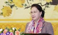 ประธานสภาแห่งชาติเหงวียนถิกิมเงินพบปะกับหัวหน้าหน่วยงานสื่อสารมวลชนและนักข่าวสายสภาแห่งชาติ