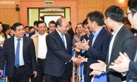 นายกรัฐมนตรีเหงวียนซวนฟุกประชุมกับกระทรวงวางแผนและการลงทุน