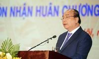 นายกรัฐมนตรีเหงวียนซวนฟุกเข้าร่วมพิธีรำลึกครบรอบ 70ปีการก่อตั้งสถาบันเสนารักษ์