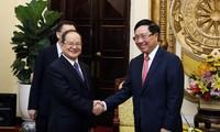 รองนายกรัฐมนตรีและรัฐมนตรีว่าการกระทรวงการต่างประเทศฝ่ามบิ่งมิงให้การต้อนรับ เลขาธิการพรรคสาขาเขตปกครองตนเองกวางสีจ้วง ประเทศจีน
