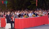ประธานสภาแห่งชาติเหงวียนถิกิมเงินเข้าร่วมพิธีประกาศเมืองเบ๊นแจเป็นตัวเมืองอันดับ 2