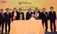 นายกรัฐมนตรีเหงวียนซวนฟุกเข้าร่วมพิธีเปิดบริษัท T&T Group ในประเทศรัสเซีย