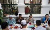 เทศกาลถือศีลอดของชาวมุสลิมอินโดนีเซียในกรุงฮานอย