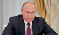 """นาย วลาดีเมียร์ ปูตินประธานาธิบดีรัสเซียสนทนากับประชาชนในรายการ """"Direct Line with Vladimir Putin"""""""