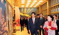 ประธานสภาแห่งชาติเหงวียนถิกิมเงินเข้าร่วมรายการศิลปะสะพานแห่งมิตรภาพ