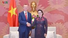 ประธานสภาแห่งชาติ เหงียนถิกิมเงินให้การต้อนรับรัฐมนตรีต่างประเทศลัตเวีย