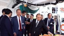 Премьер Вьетнама осмотрел производственные модели некоторых ведущих компаний Новергии